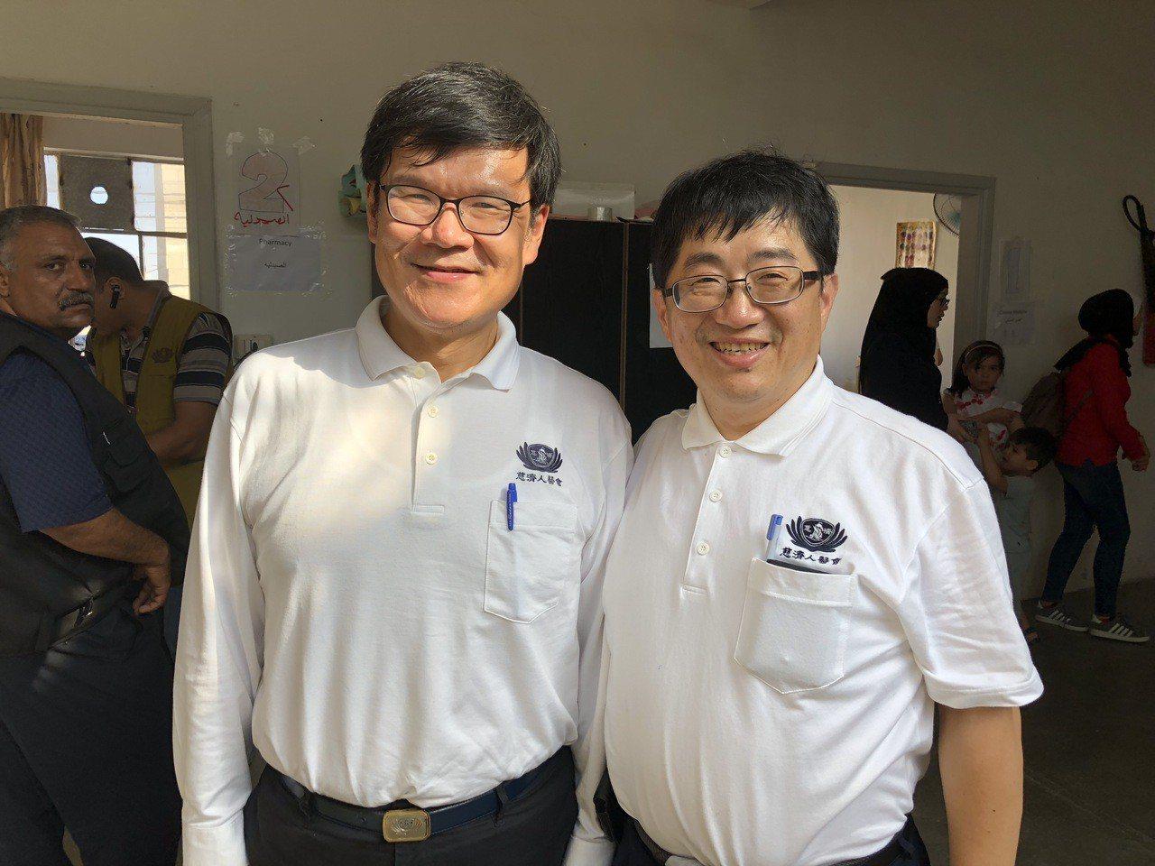 李宜恭(左)與大林慈濟醫院副院長林名男,上月22日一同參加慈濟在約旦的義診。圖/...