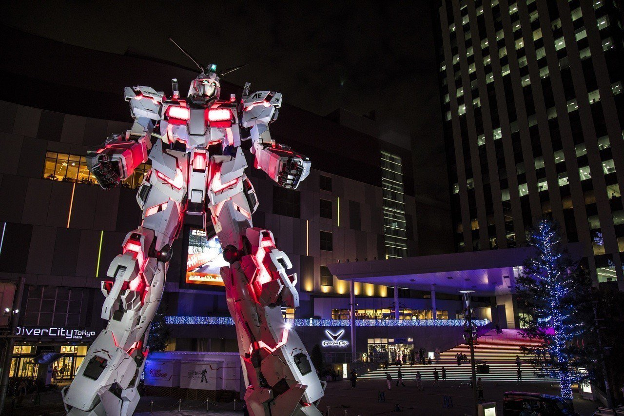進入毀滅模式的實物大小獨角獸,夜間光雕秀是粉絲們朝聖必看的節目。圖/J&T Co...