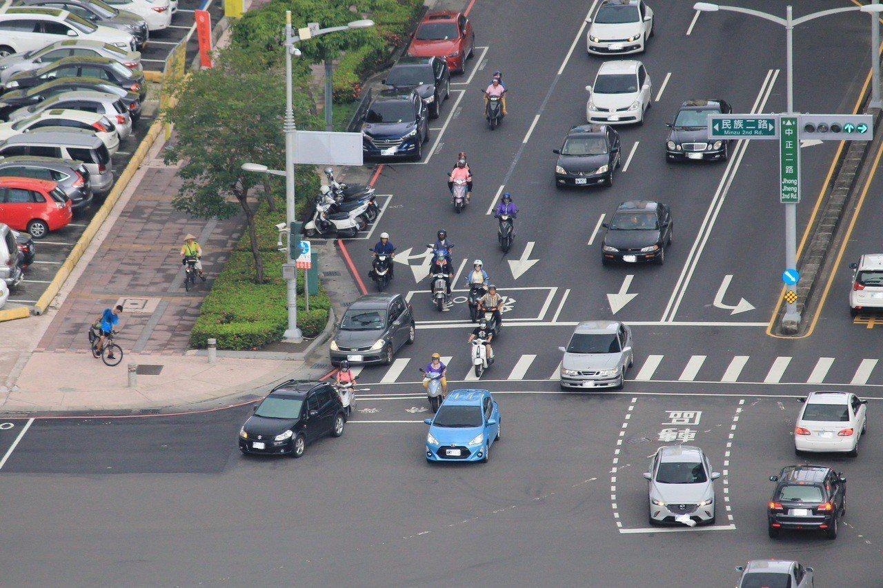 車輛被人開走又找不到人,事後常常莫名收到一大堆交通違規,相關稅金也遲遲沒有繳納。...