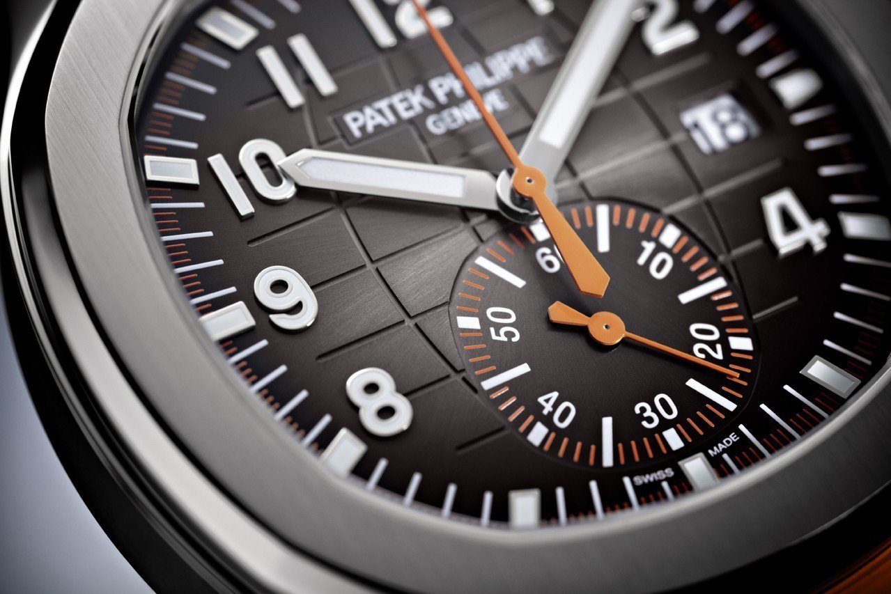 Aquanaut 系列首枚計時碼表,表盤上所有與計時相關的指示都以鮮豔的橘色顯示...