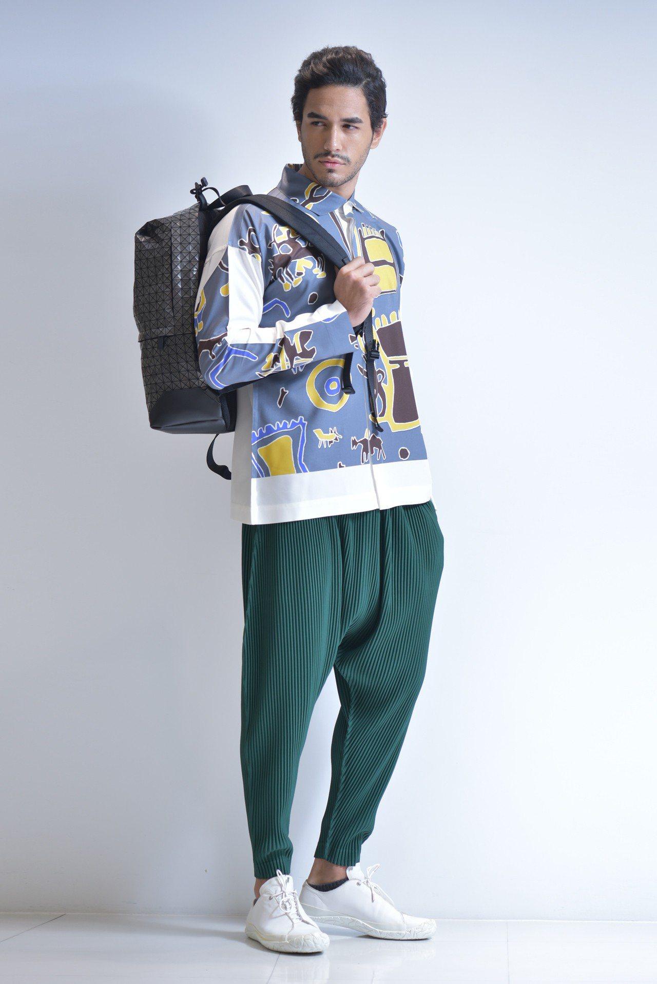 低檔窄管褲11,300元、古陵長袖襯衫11,800元、星河極簡包30,200元。...