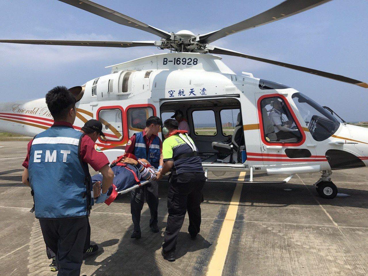 澎湖縣直升機駐地在2018年8月1日起正式啟動,今天首例任務就在二級離島鄉七美鄉...