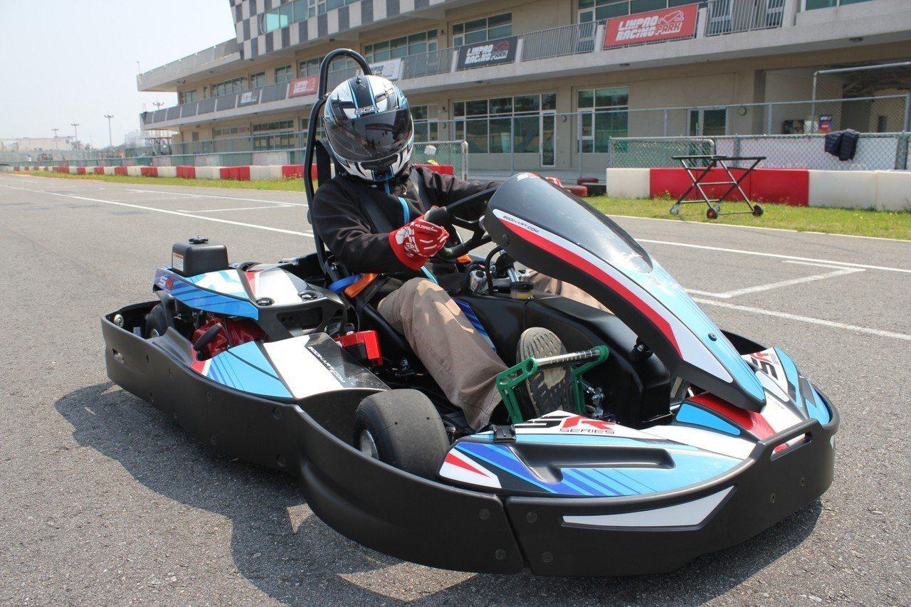 開兩台卡丁車,第二台由賽車場招待,。圖/麗寶樂園提供