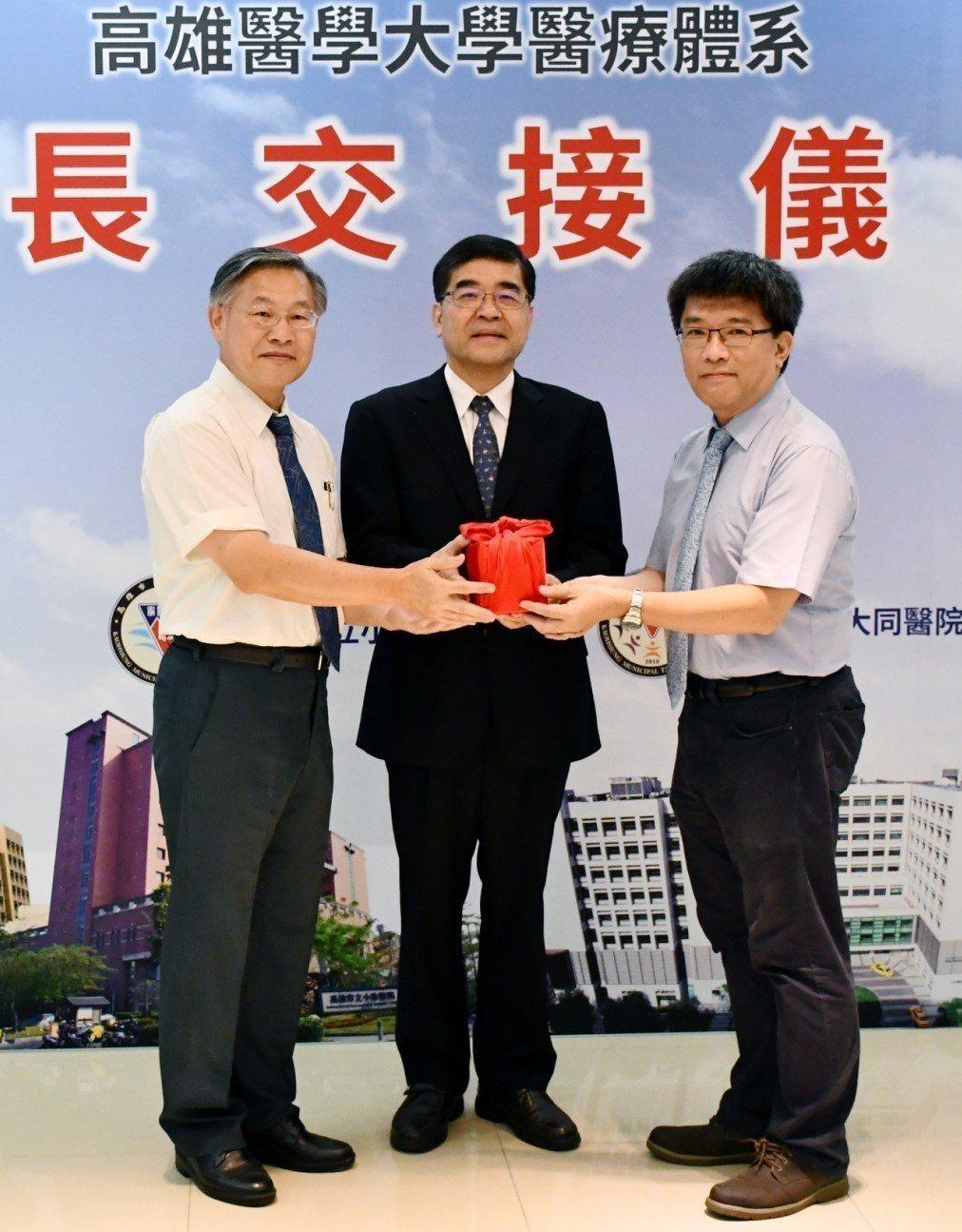 旗津醫院代理院長蔡忠榮(右)是胸腔內科副教授,曾任高醫大呼吸治療學系系主任,未來...