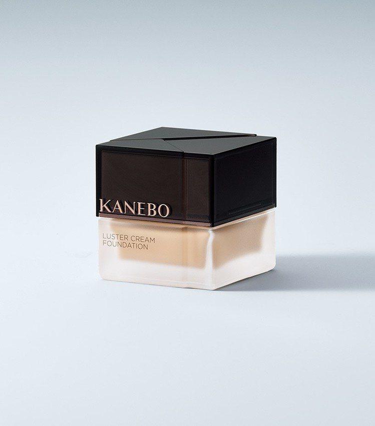 KANEBO纖透光采粉霜,30ml,4,700元。圖/KANEBO提供