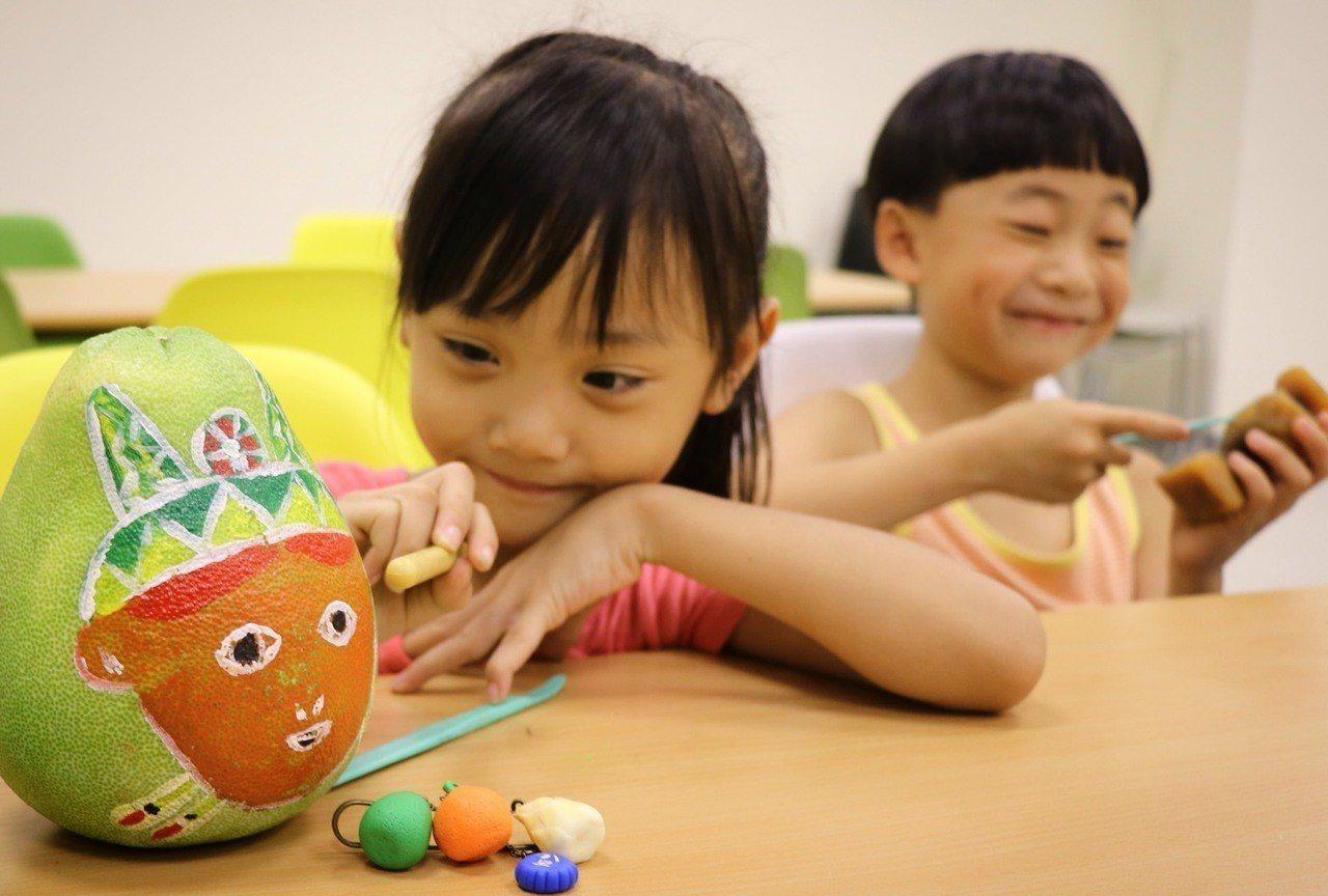 新北市十三行博物館也辦參與式預算「週三八里日-兒童翻轉學習」,讓小朋友票選自己想...