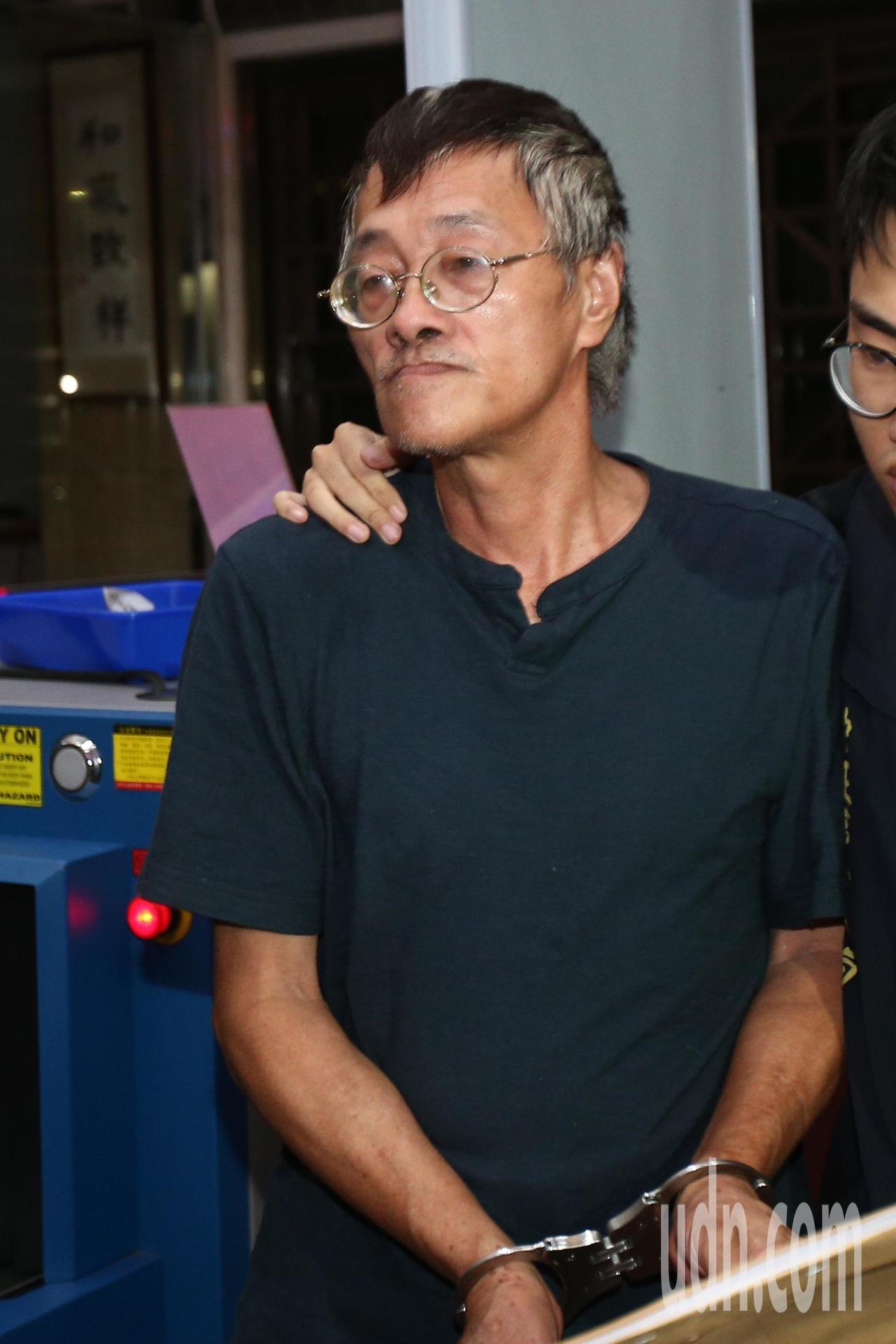 62歲江姓男子下午帶汽油瓶到立法院大門抗議的62歲江姓男子,晚間9點多移送北檢複...