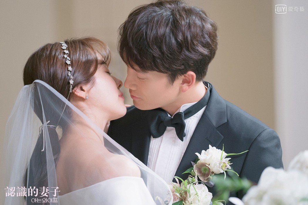 池晟(右)、韓志旼首次拍攝就是婚禮及吻戲。圖/愛奇藝台灣站提供