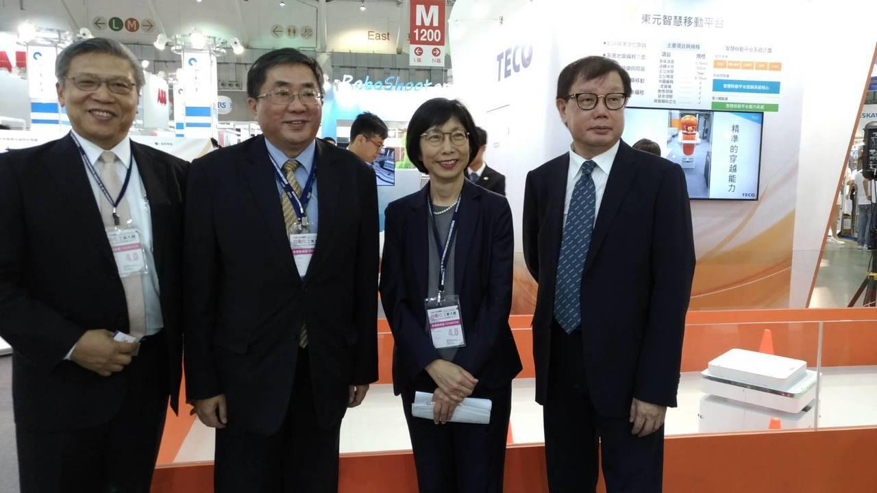 東元推出第二代智慧移動平台, 搶攻機器人市場。記者張義宮/攝影