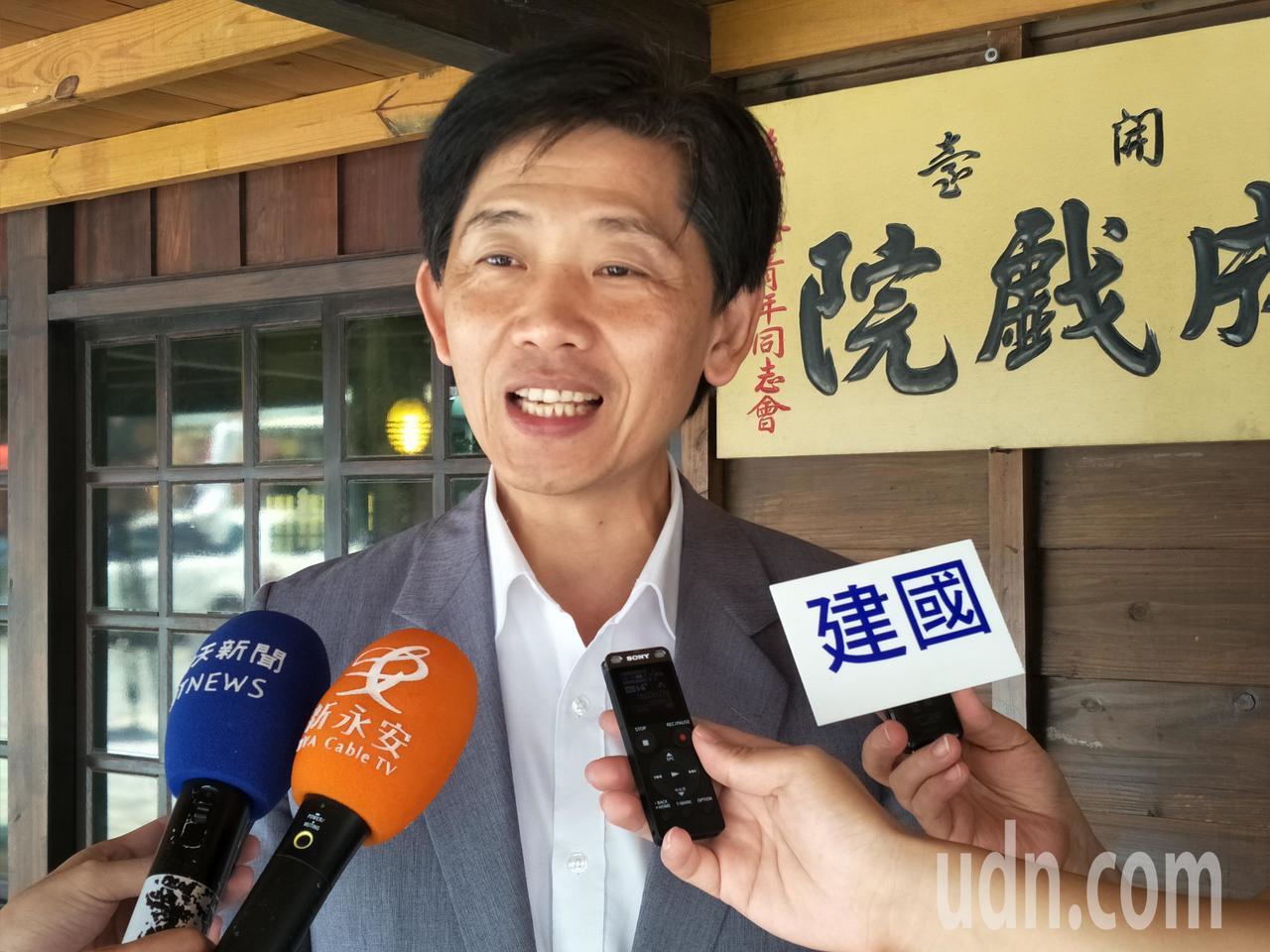 台南市政府文化局長葉澤山說明夏至藝術節特色。記者謝進盛/攝影