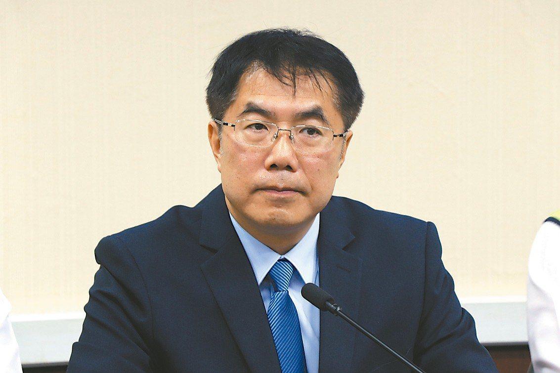 民進黨台南市長參選人黃偉哲表示,育兒、托育新制是政府美意。 記者鄭維真/攝影