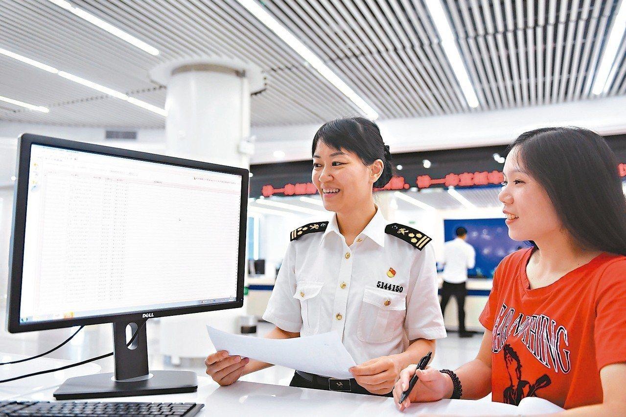 8月1日開始,大陸海關進出口貨物整合申報正式實施,報關單、報檢單合併為一張報關單...