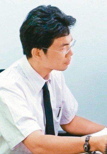 花蓮地檢署檢察官林俊佑因護女而率警到幼兒園辦私案,成為不受歡迎人物,遭法務部停職...