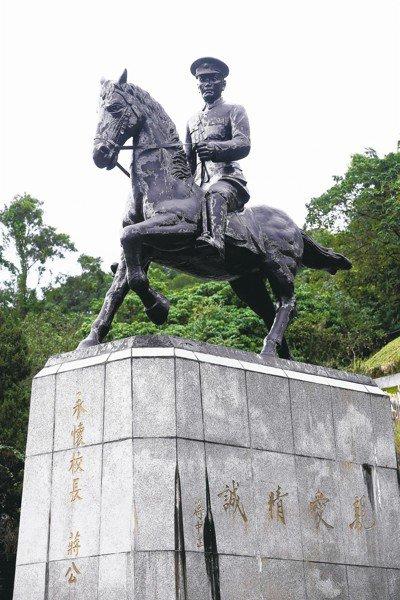 促轉會為清除威權象徵,要求清查校園兩蔣銅像等紀念物。 圖/聯合報系資料照片