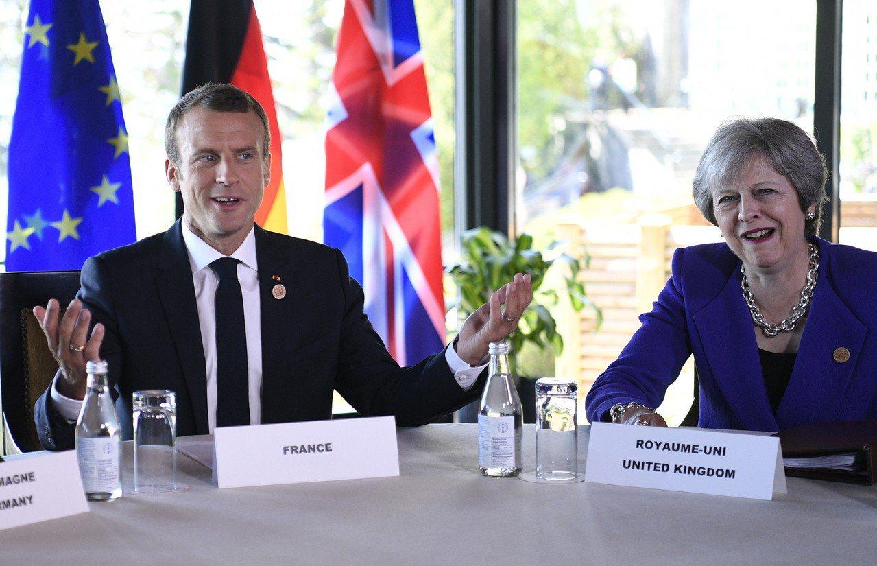 梅伊3日將訪馬克宏,爭取對「脫歐協議」的支持。 (歐新社資料照)