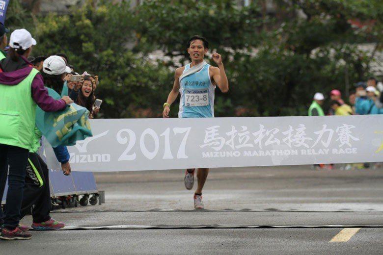 2017年美津濃接力賽清華大學以2小時38分30秒成績,奪下大專乙組冠軍。 圖...