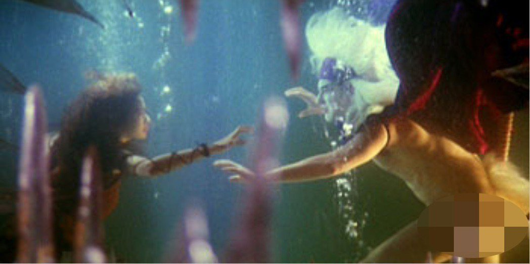 黃秋生在「聊齋艷譚續集五通神」大方全裸演出激情戲,尺度沒設限。圖/摘自HKMDB