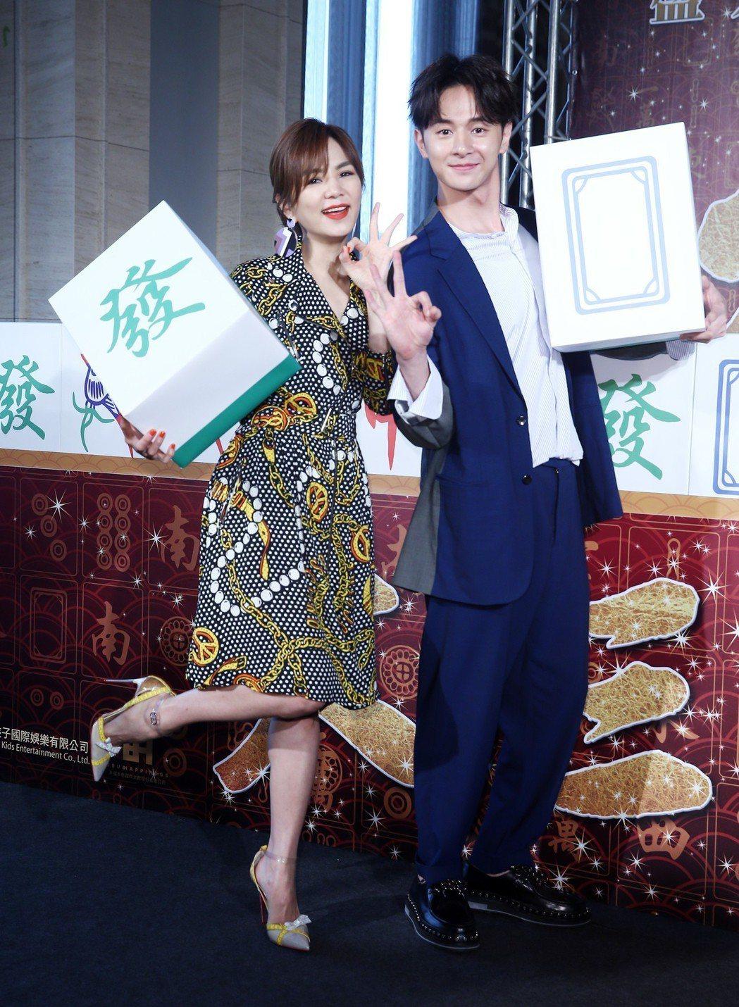 電影《大三元》預定在明年賀歲檔上映,2日舉辦發布記者會,女主角Ella陳嘉樺與男...