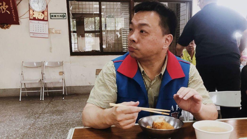 國民黨台南市長參選人高思博對台南市美食如數家珍。圖/高思博團隊提供