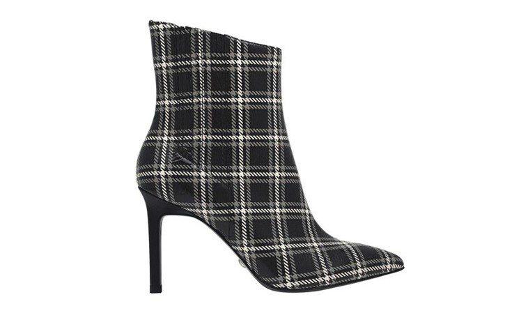 Charles & Keith真皮經典款高跟短靴,2,990元。圖/Charle...