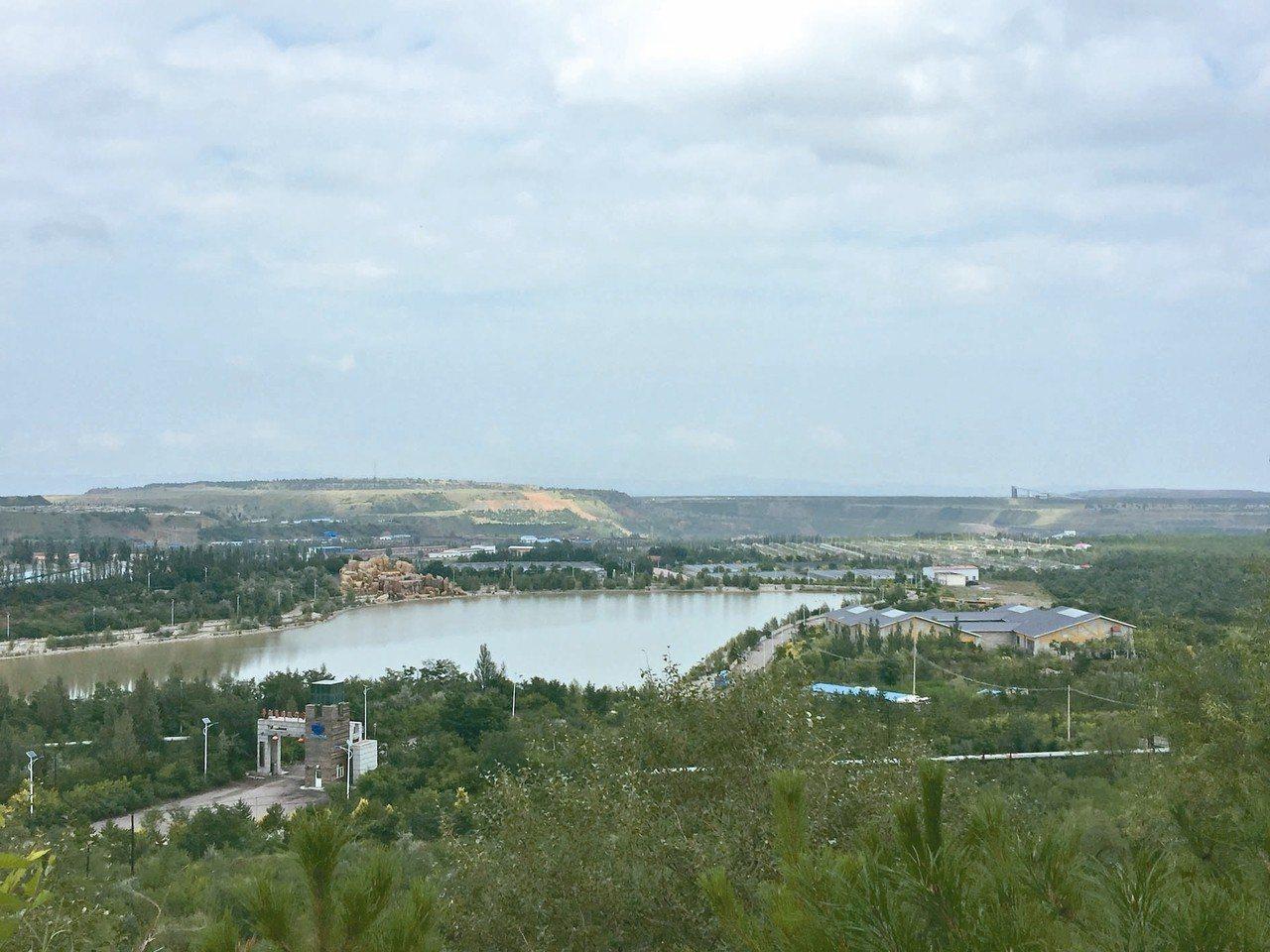 平朔安太堡露天煤礦,是大陸最大的露天煤礦。現經過復墾和生態治理,已成「中國最美礦...