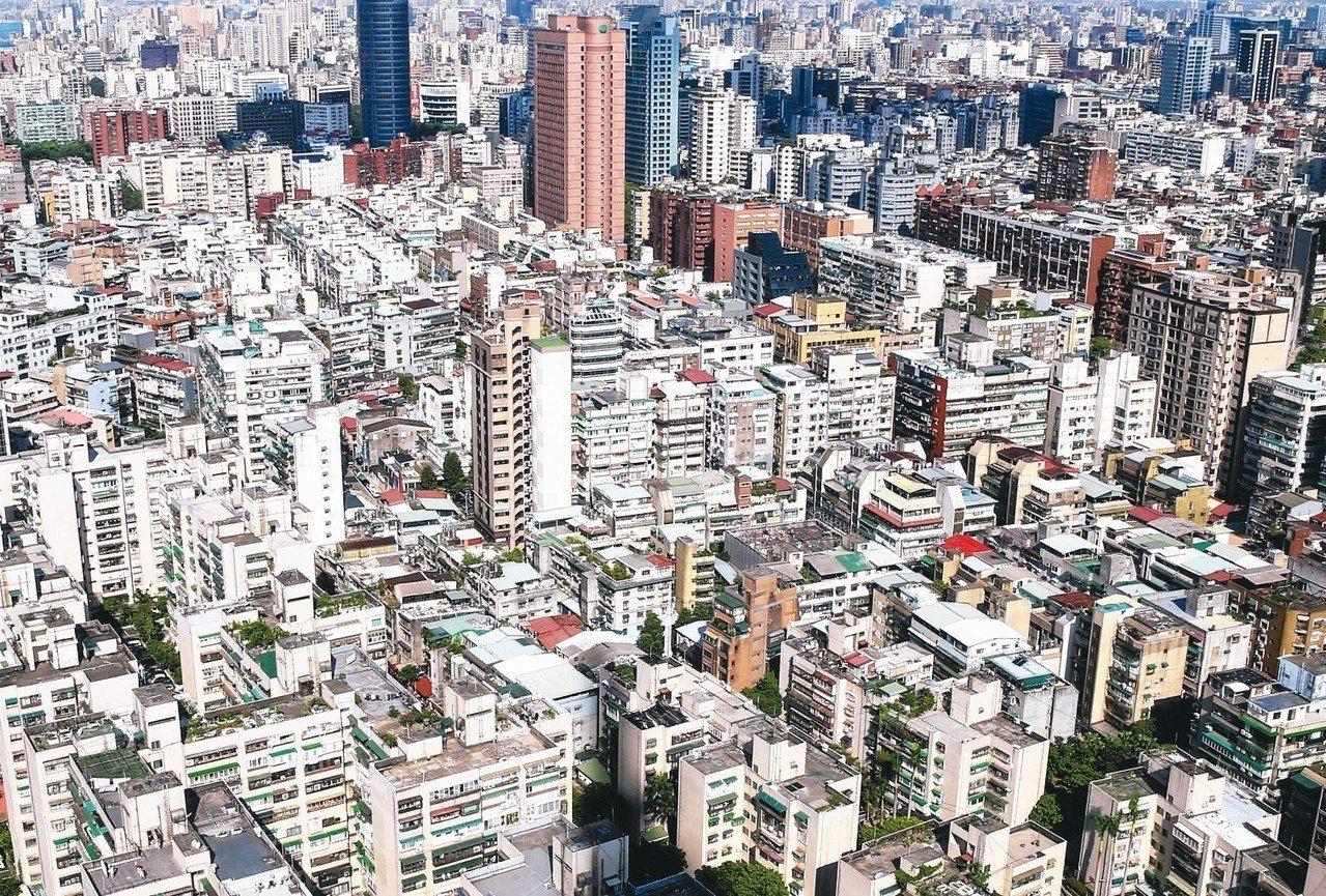 各地政局昨(1)日公布7月買賣移轉棟數,六都合計達1.97萬棟,分別月增5%、年...