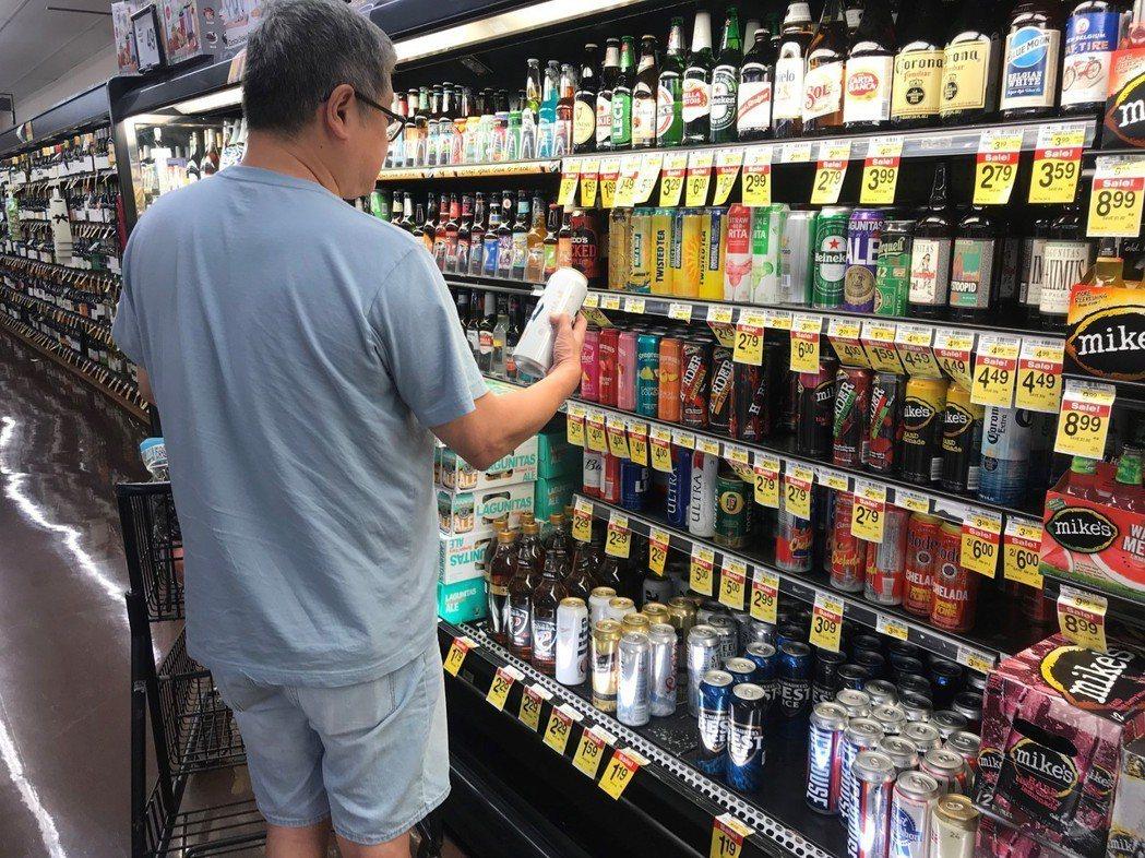 不少酒類也用鋁罐裝。記者黃惠玲/攝影