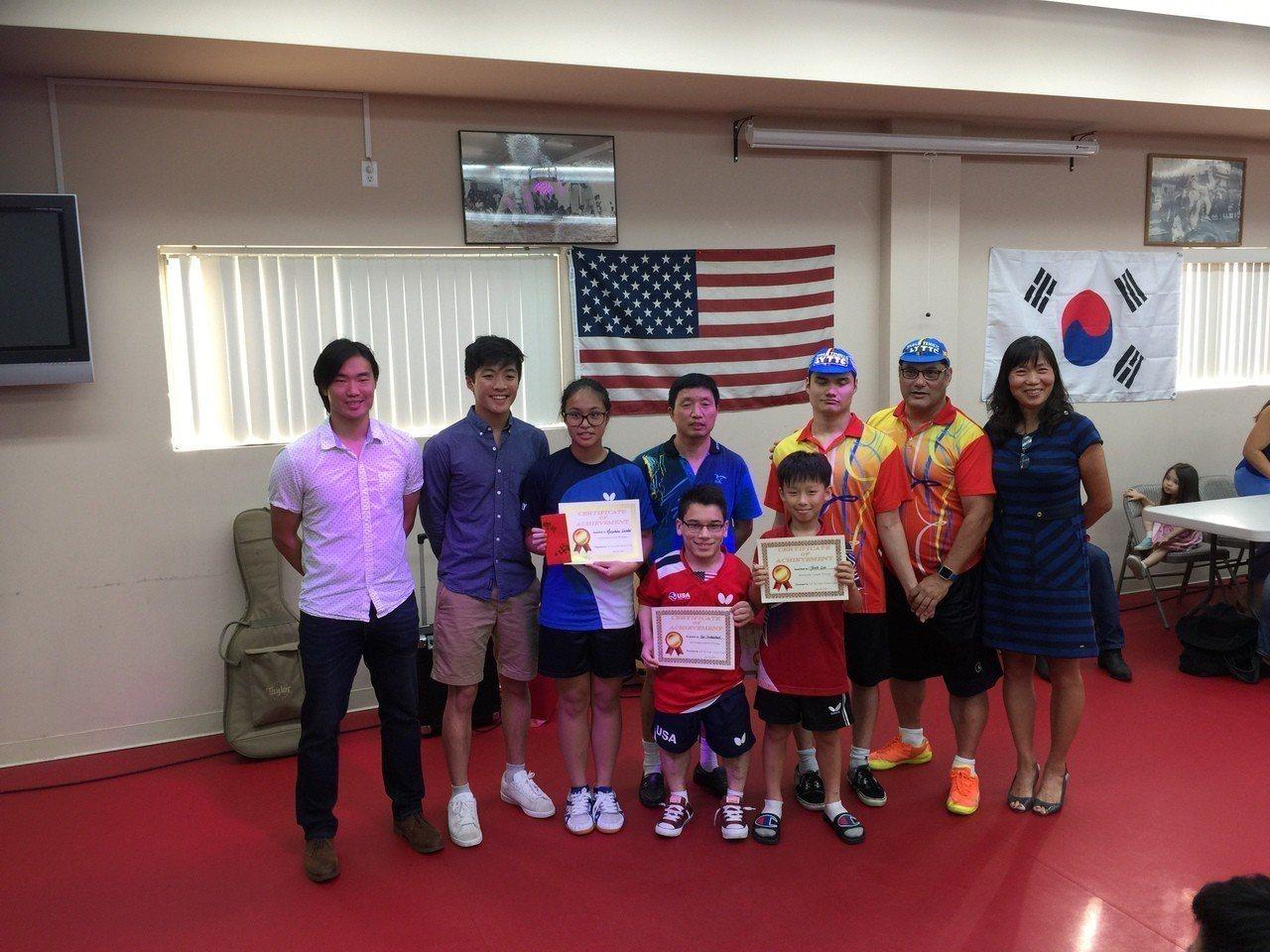 美國國際乒乓球學院為殘疾運動員籌款。