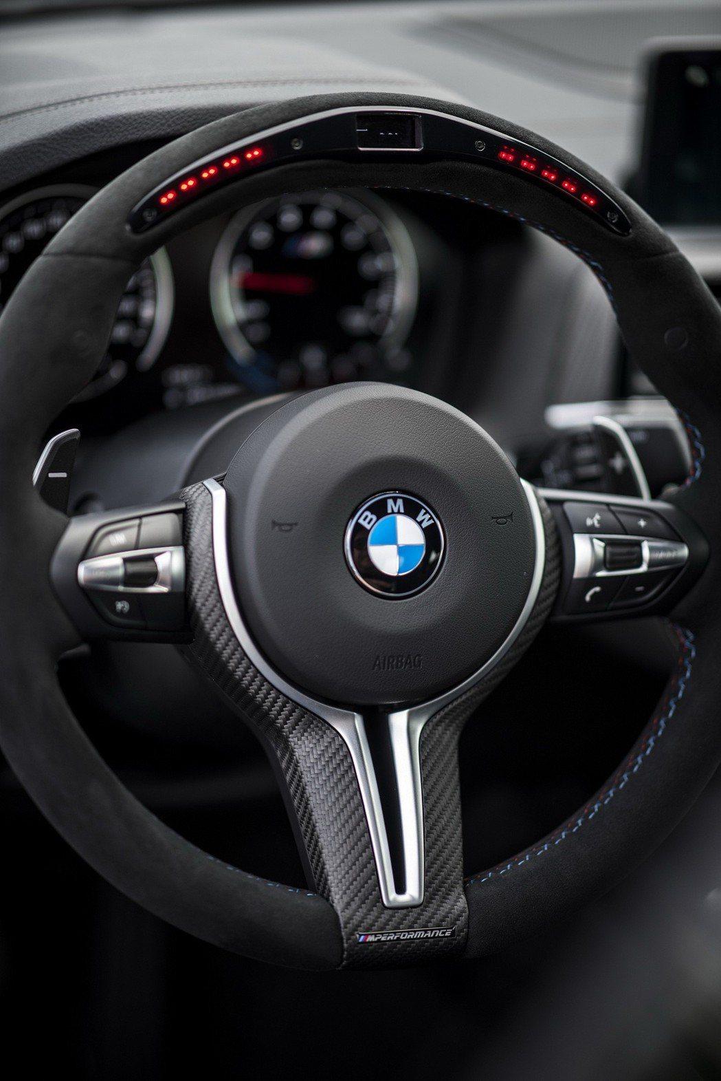 M Performance多功能賽車方向盤。 圖/汎德提供