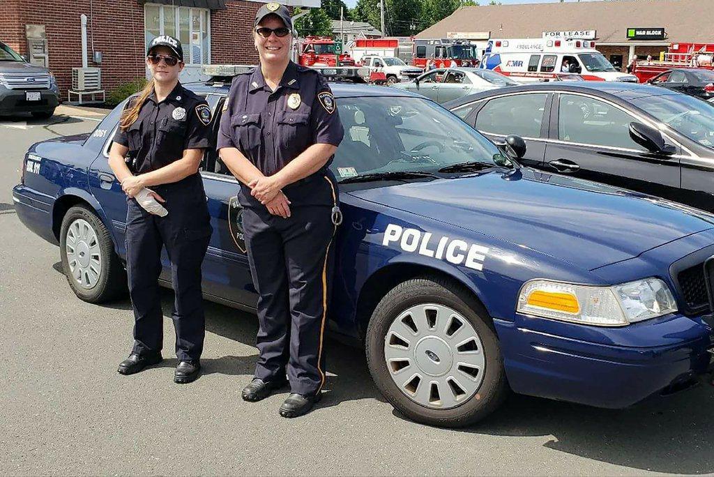 因劣質工作環境,麻州小鎮布蘭德福爾德(Blandford)的4名警員,全部請辭。...