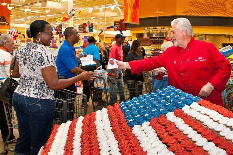 美國總統川普1日表示,美國民眾出門購物都需要出示證件,遭外界痛批「不食人間煙火」...