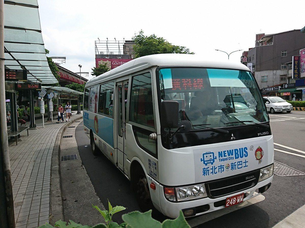 新北市新巴士F901還有F906路線,從八月一日起平日每天來回各增加十個班次,來...