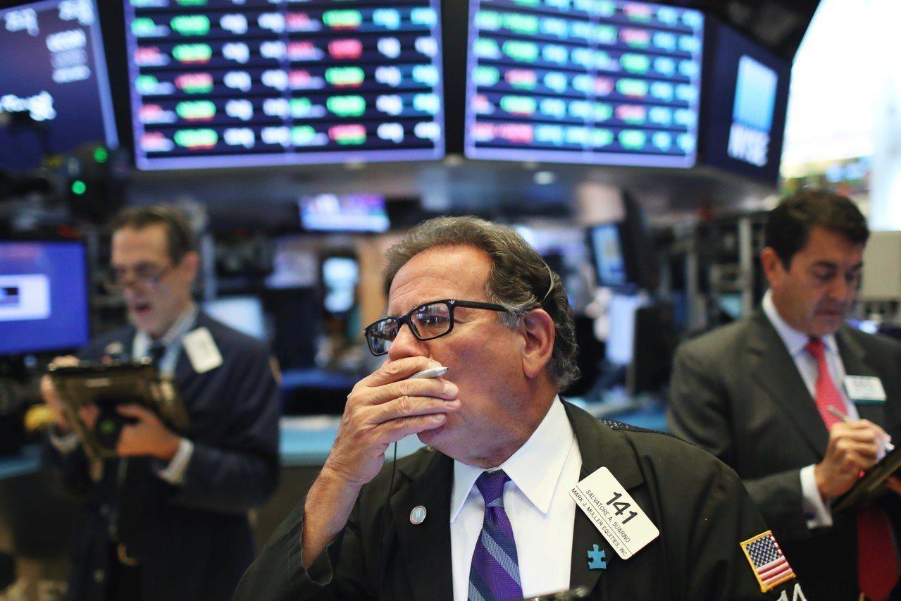 美股周三漲跌互見,蘋果公司股價寫下新高。路透