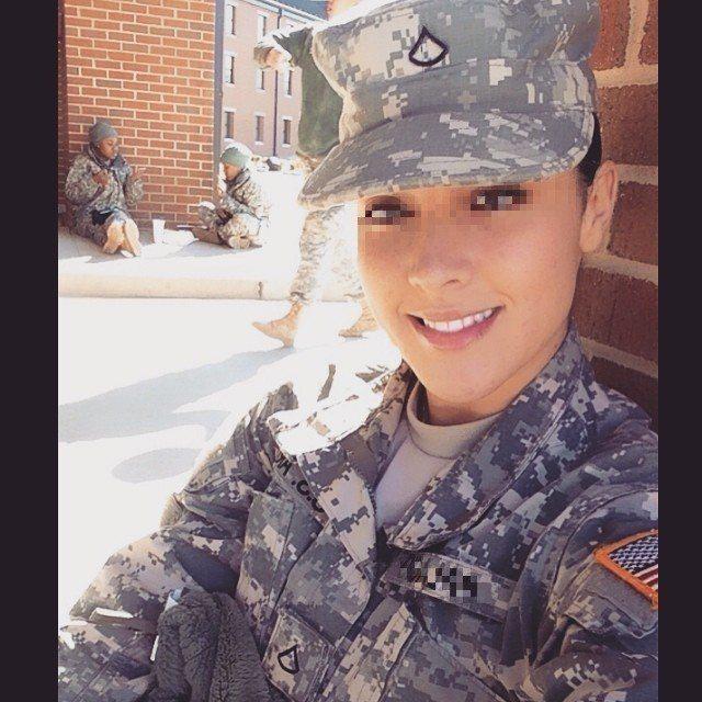 詐騙集團利用網路截圖美國女大兵,在臉書進行交友詐騙。圖/保七大隊第一大隊提供