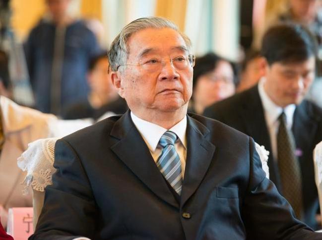 胡啟立曾是中共改革派的明日之星,不到60歲就當上中共中央政治局常委,但因六四事件...