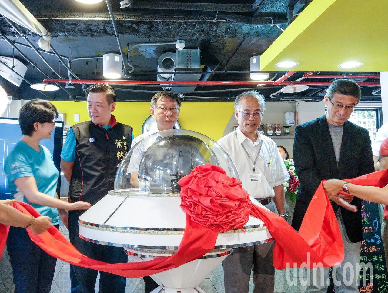 「復華智慧老人中心」上午開幕,這是台北市第一處智慧型老人照護中心,將結合科技來照...