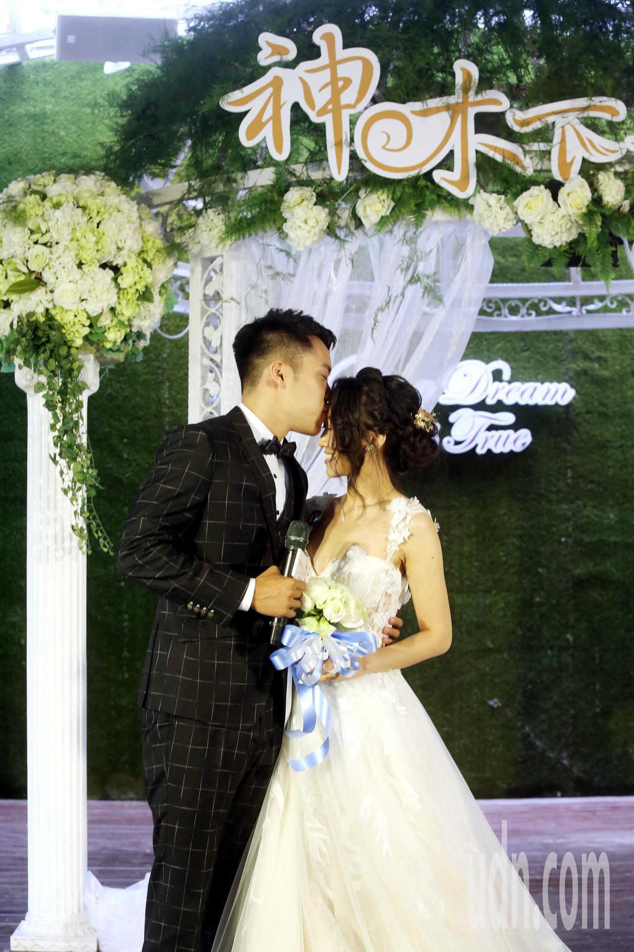 阿里山「神木下婚禮」邀請新人參加。記者邱德祥╱攝影