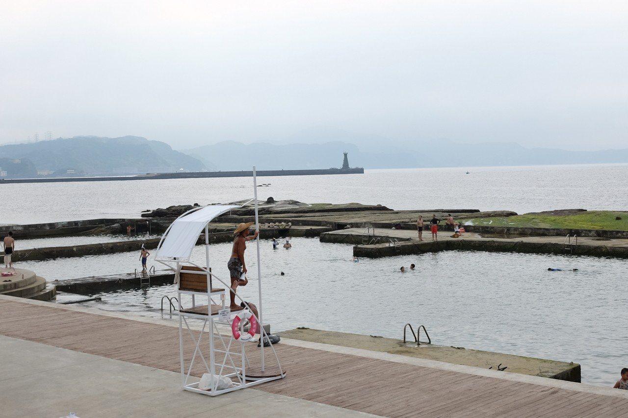 和平島公園專為親子打造的「親親水池」。記者黃仕揚/攝影