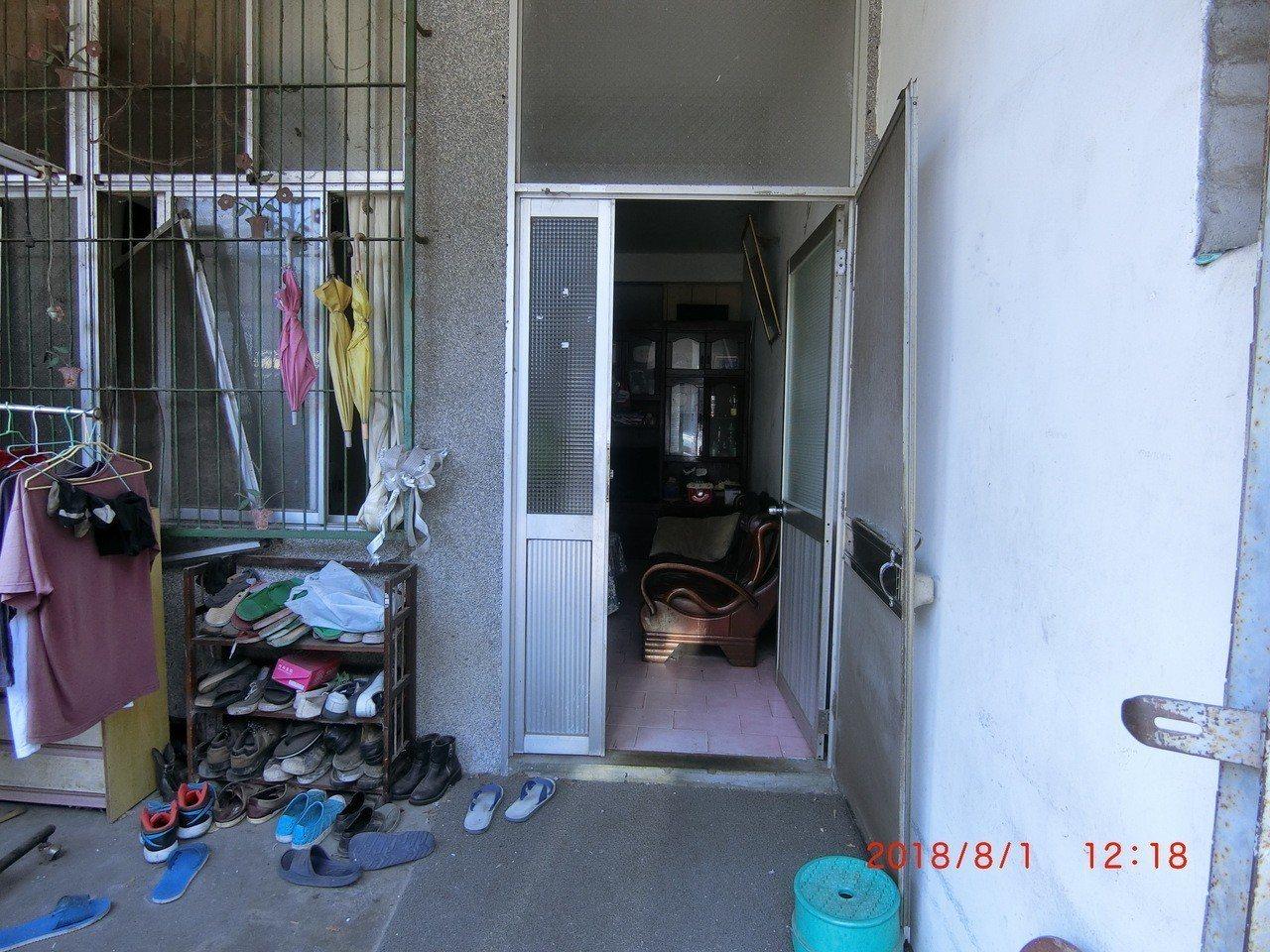 新竹縣竹東鎮一名38歲李姓男子,昨日被發現陳屍在家中浴室,現場無打鬥痕跡,也無外...