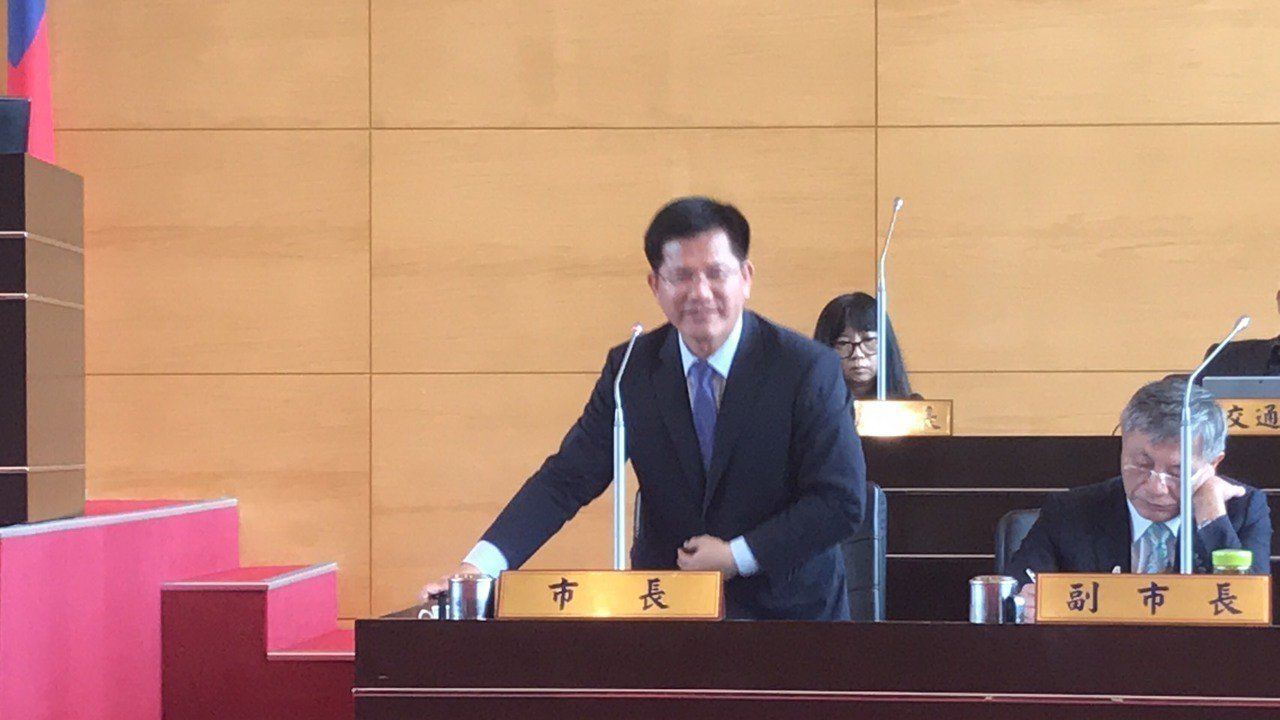 台中市長林佳龍回應備查不是核定,送到知悉即可。記者陳秋雲/攝影