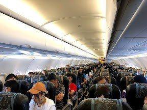 機艙內低壓加上空間狹小,對心臟、腿部靜脈血拴等旅客影響甚大,不得不注意。記者魏妤...