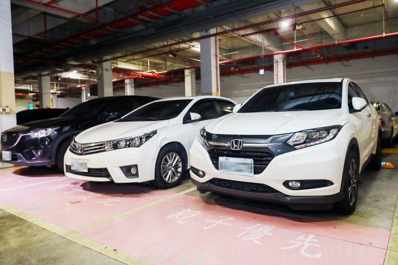 交通部規定親子車格比例2%,台中市交通局要進一步加碼,提高路外停車場親子車格設置...
