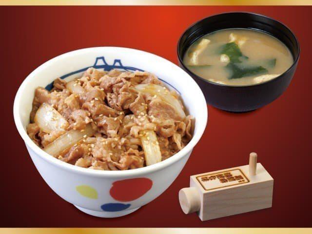松屋的牛丼飯是許多台灣遊客赴日常吃的平民美食。圖/摘自日本松屋官網