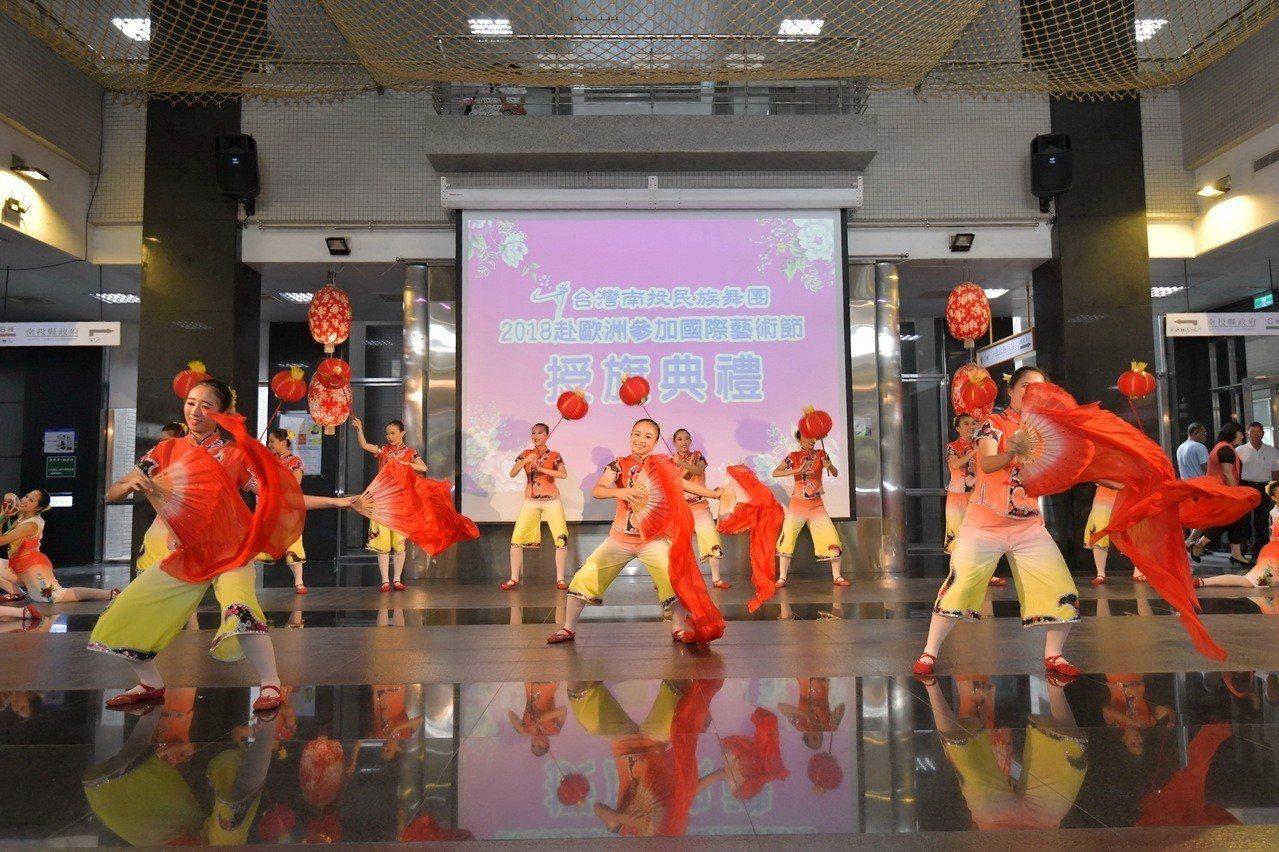 南投民族舞團以客家和台灣廟宇文化融入舞蹈,受邀到義大利馬可波羅世界舞台藝術節開場...