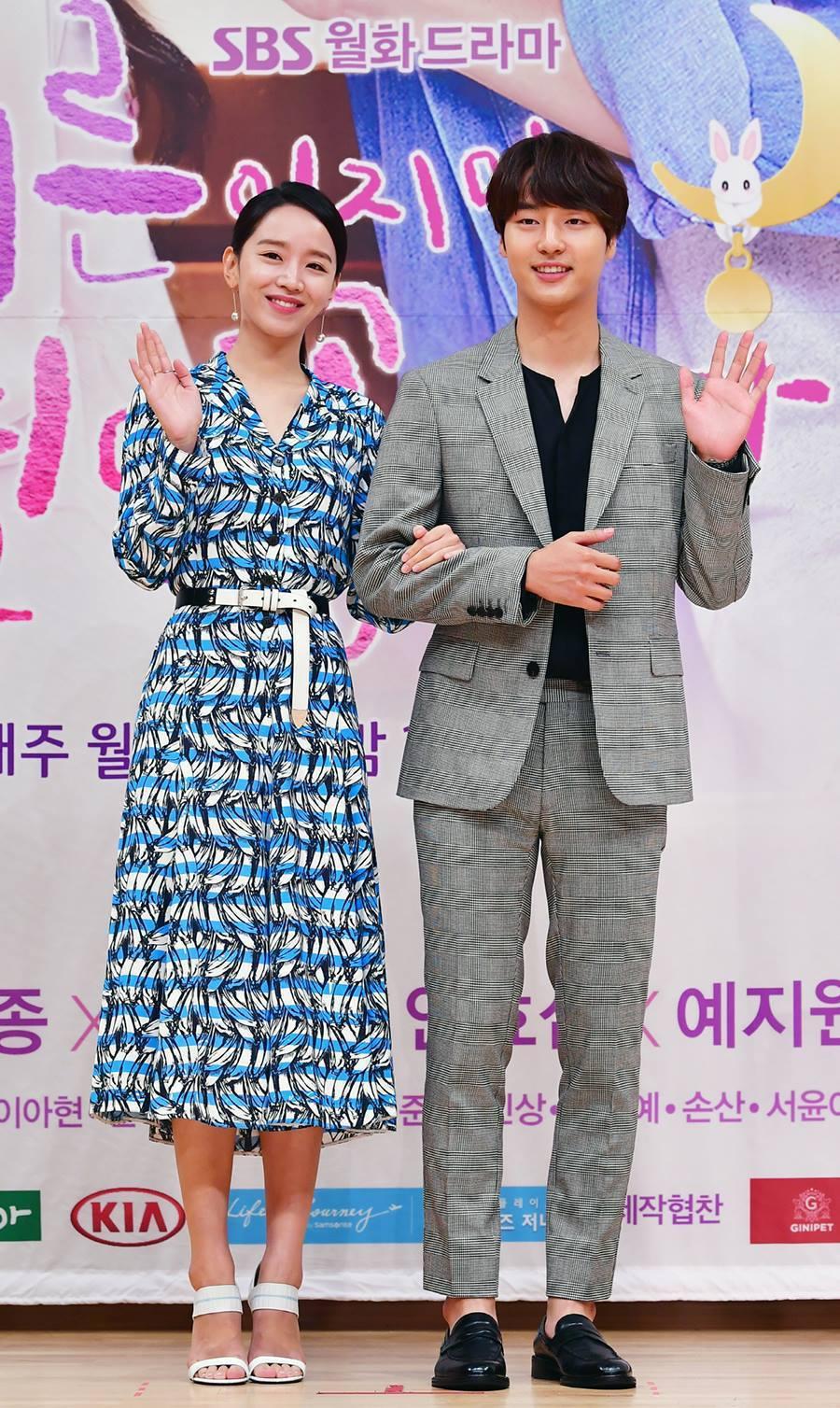 梁世宗和申惠善搭檔演出。圖/摘自SBS