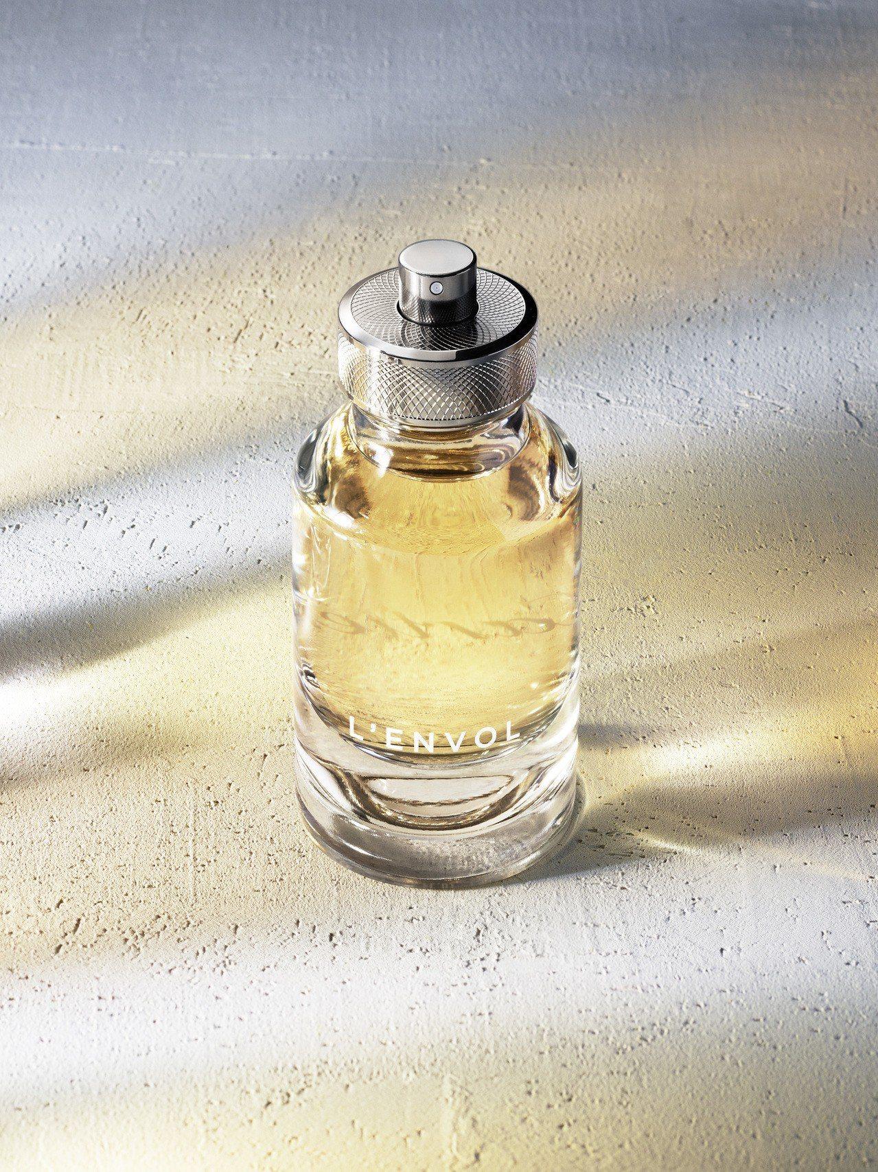 卡地亞L'Envol de Cartier 淡香水,清新的木香調散發柑橘、綠檀木...