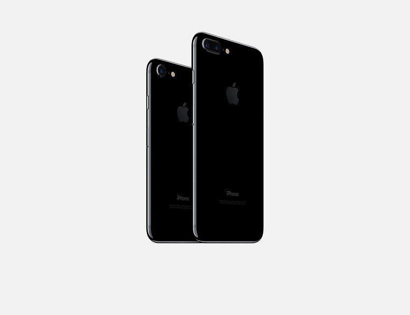 iPhone降速風波引起果迷們的不滿,如今仍有不少民眾申請更換電池。圖/摘自蘋果...