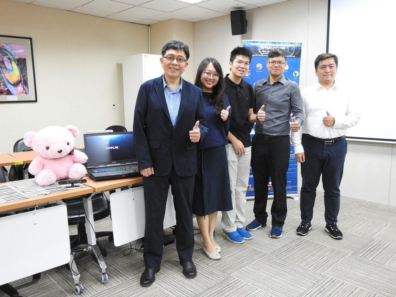台灣師範大學電機工程學系教授葉家宏(左一)研究團隊。圖/科技部提供