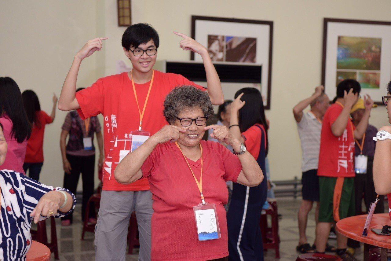 團康活動讓長者覺得自己也像年輕人充滿活力。圖/桃園青年事務局提供