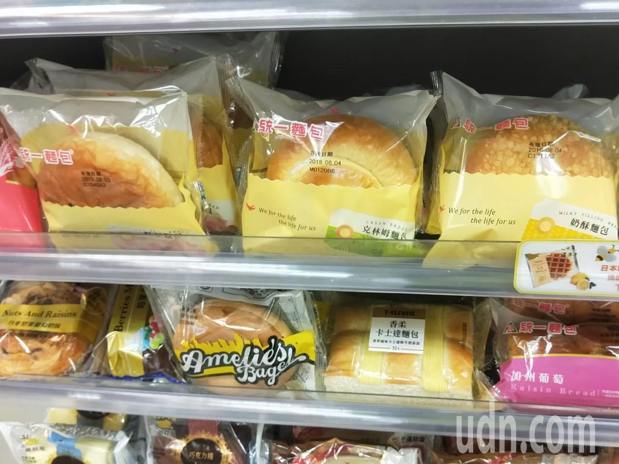幸運兒在基隆工建路超商買蛋糕,中發票中200萬元。記者游明煌/攝影